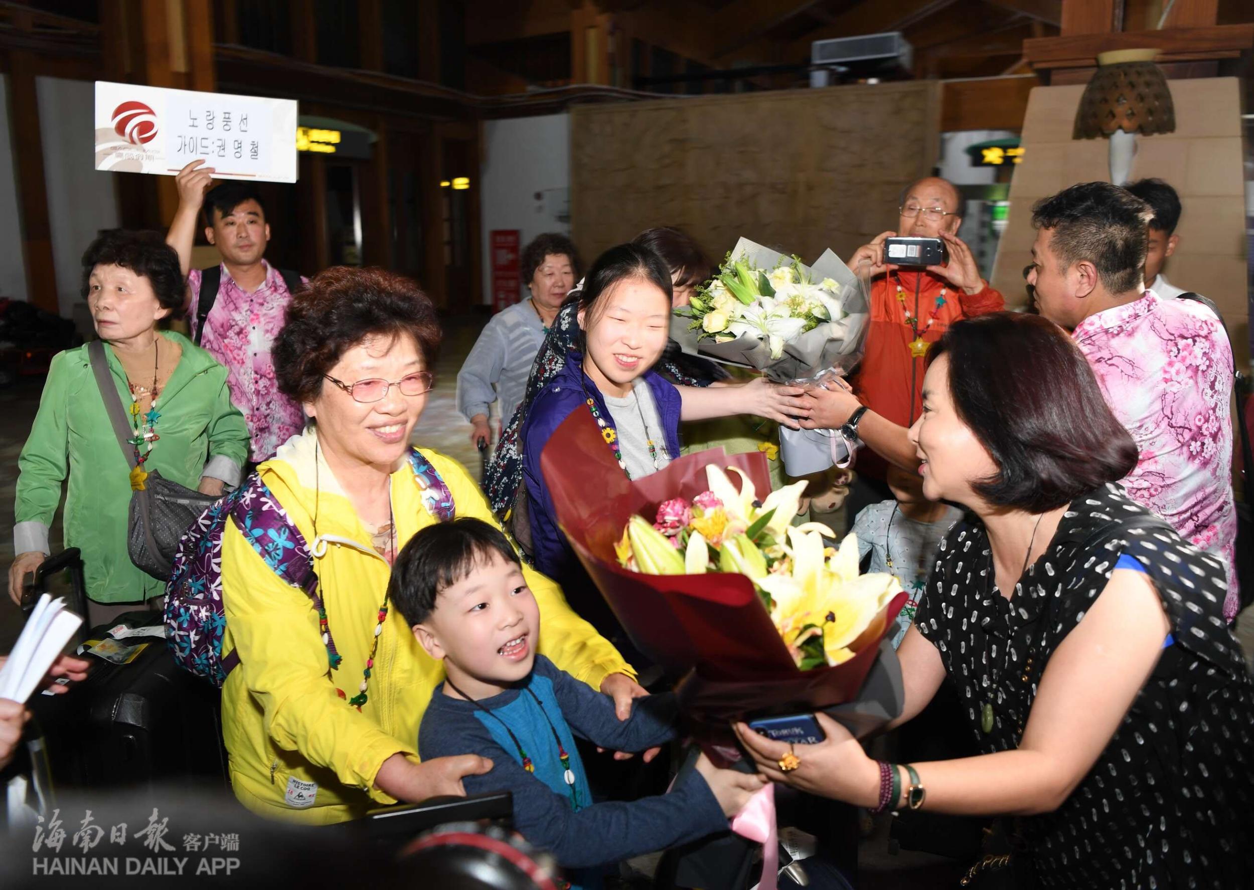 海南免签新政实施首日:767名外国游客免签入境