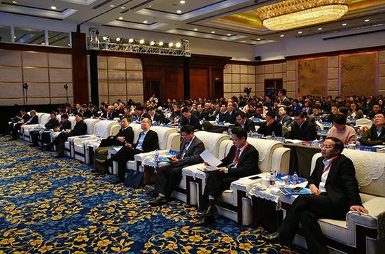 哈尔滨人均gdp_中国面积最大省会,相当于26个深圳,但人均GDP在全国各省会中倒...