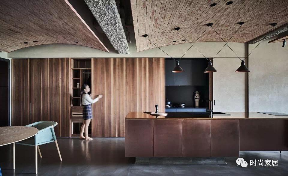 <b>把地板装成天花板是一种怎样的体验?!</b>