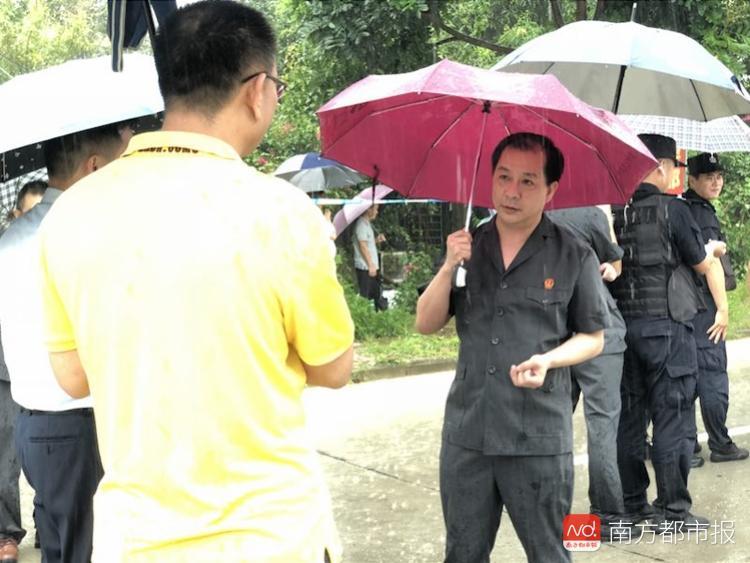 占用他人土地多年不腾退 惠东法院联合公安冒雨强制清场