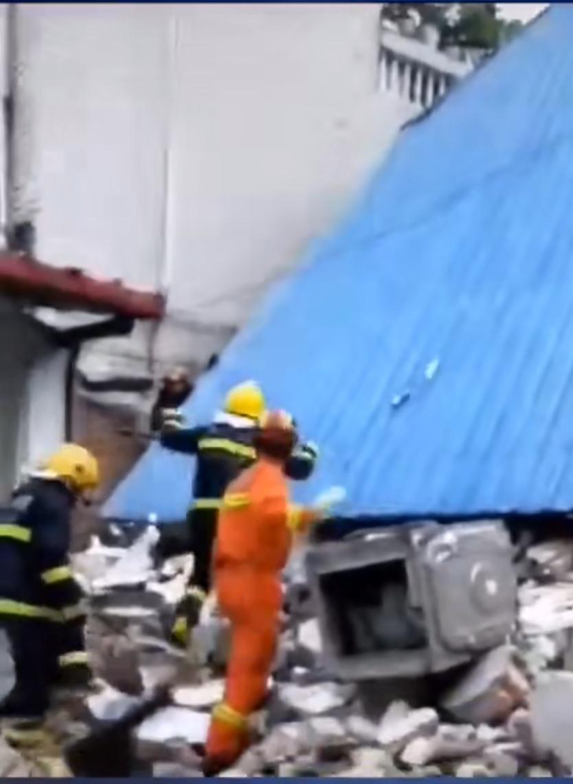 河南周口一民房倒塌致2死3伤 疑因液化气罐燃爆所致