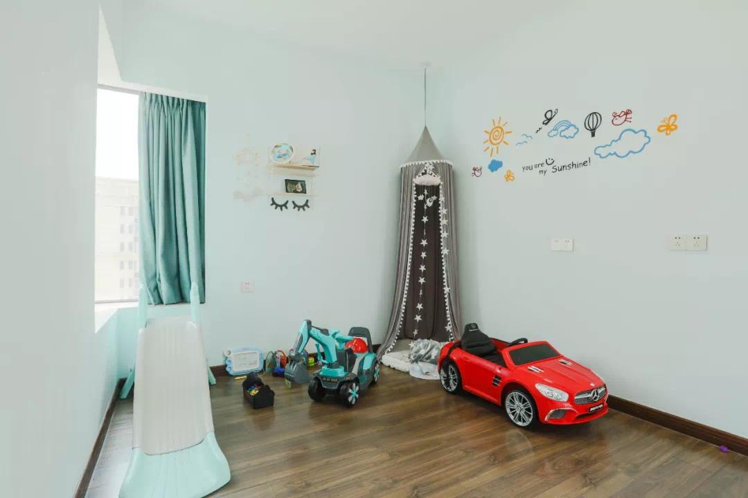 95后创业夫妻,为孩子装了这样一个现代黑白风格的家!