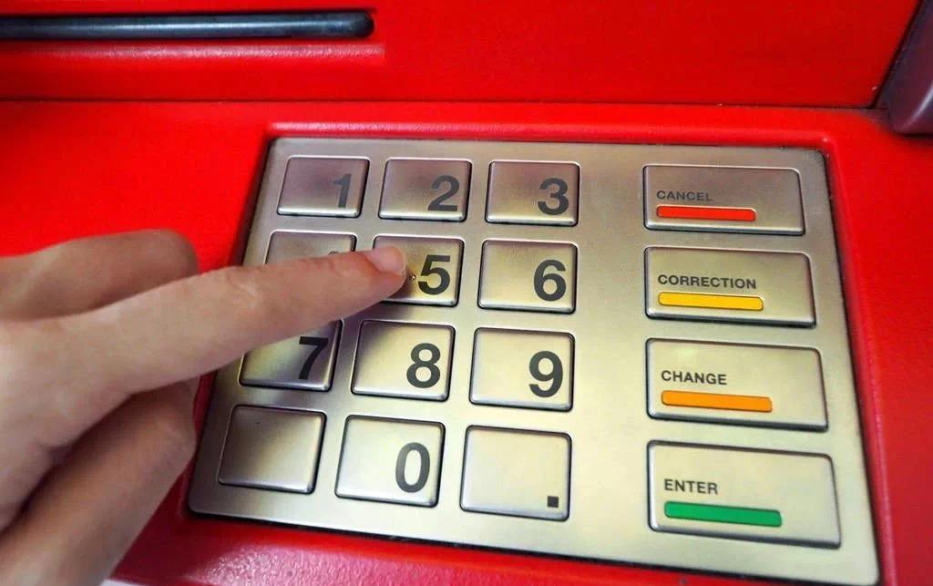 """东方紫苑""""打劫""""神奇取款机,疯狂吐钞票,根本停不下来!"""