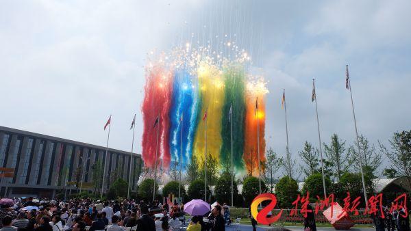 第三届中国烟花爆竹博览会暨醴陵烟花爆竹交易会昨开幕