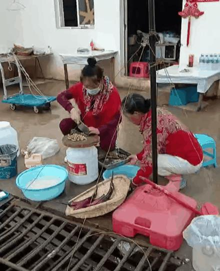烂尾楼里的 30 位房奴:每天爬 18 楼、一个月洗一次澡搜狐焦点北京站插图(28)