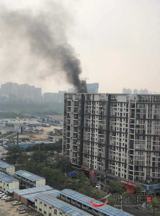 突发!南城汇景上层一复式住宅着火,无人员伤亡
