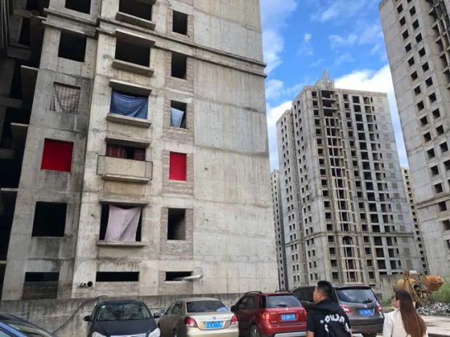 烂尾楼里的 30 位房奴:每天爬 18 楼、一个月洗一次澡搜狐焦点北京站插图(17)