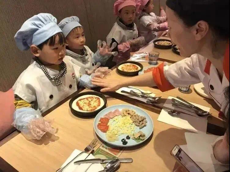 """奥特莱斯澜铂湾 美味披萨定制DIY,共度美好""""食""""光"""
