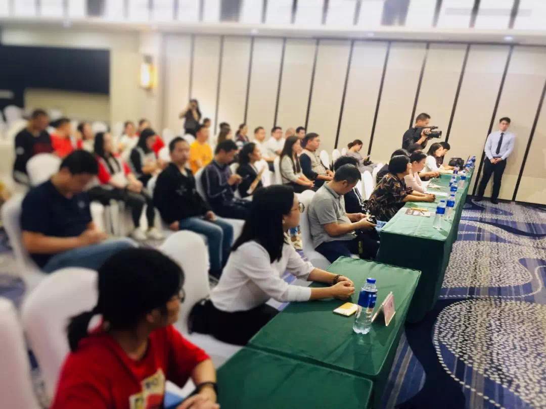 50家媒体聚焦,襄阳首届国防兵器展新闻发布会启幕