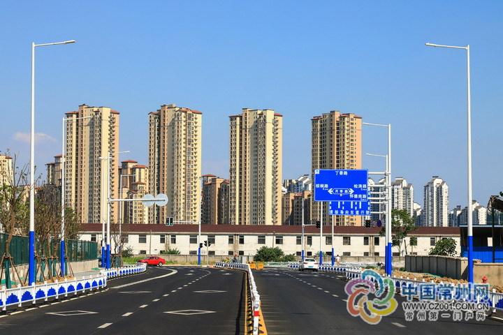 常州建成首批66根城市道路多功能灯杆