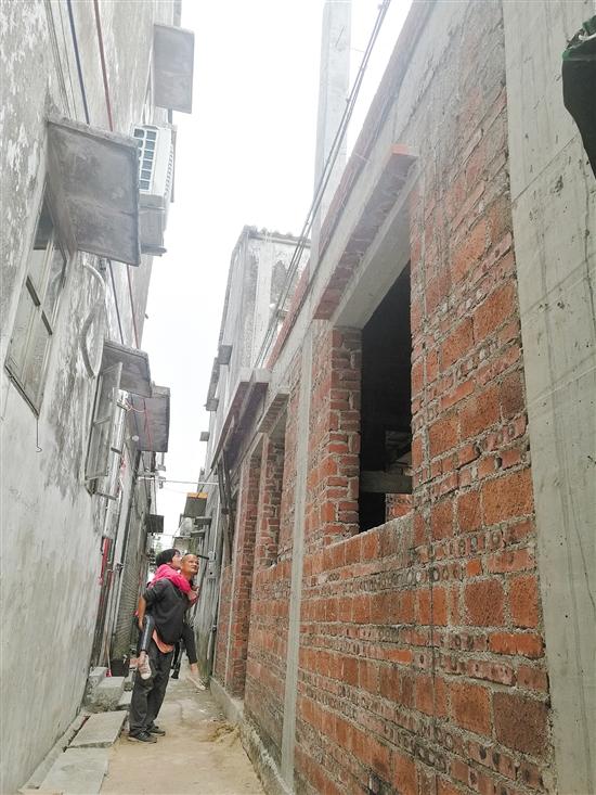 高效推动精准扶贫 15户困难户年底前全部住上新房
