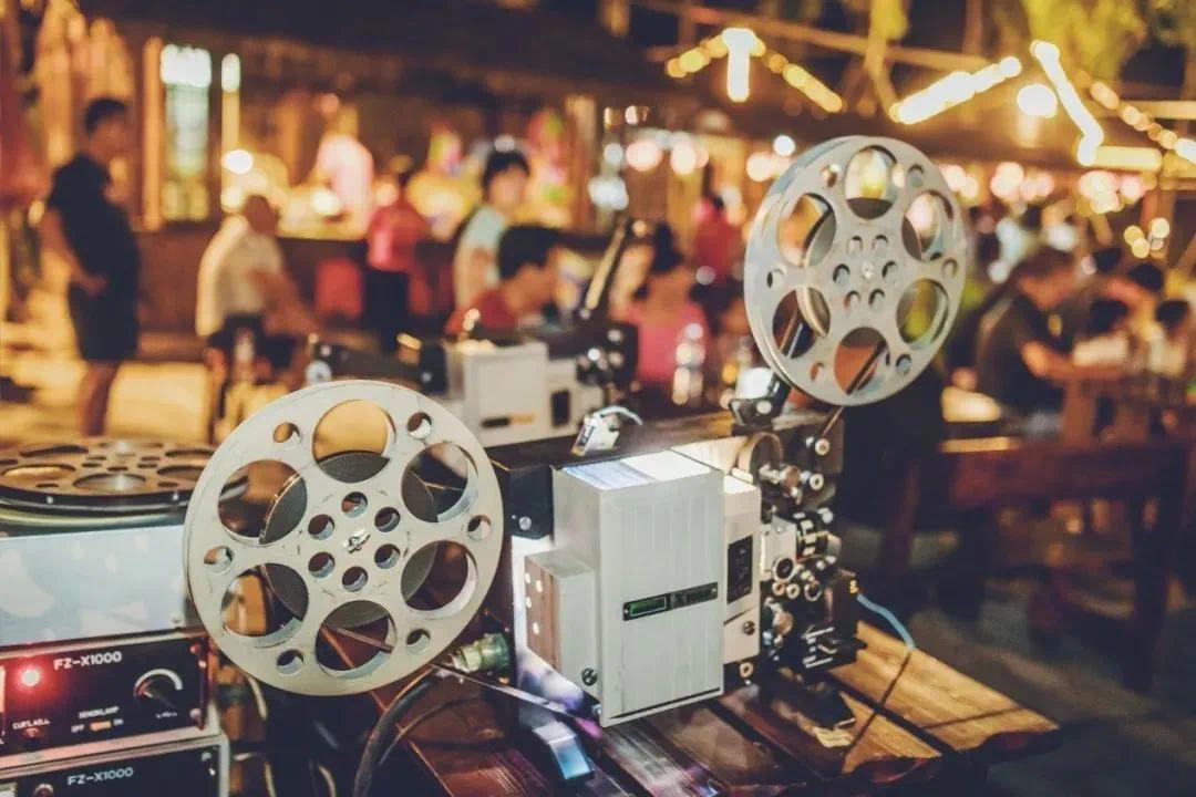 免费看露天电影 免费玩充气城堡 免费吃零食