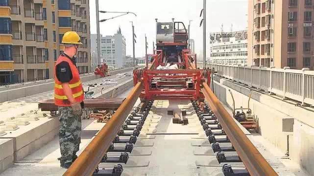 不得了!穗莞深城际铁路铺轨铺到深圳了!计划明年通车