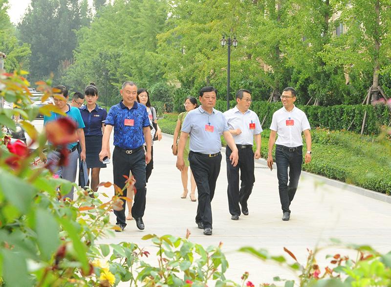潍坊市人大常委会副秘书长毛洪涛等市人大代表一行莅临恒信阳光假