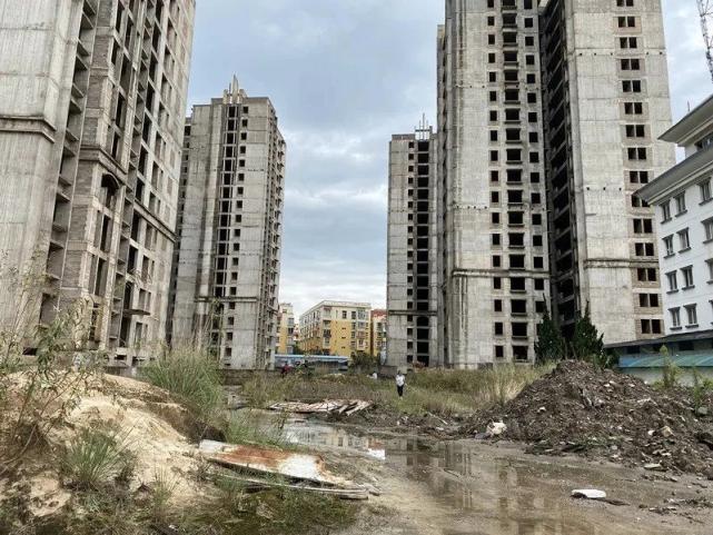 烂尾楼里的 30 位房奴:每天爬 18 楼、一个月洗一次澡搜狐焦点北京站插图(4)