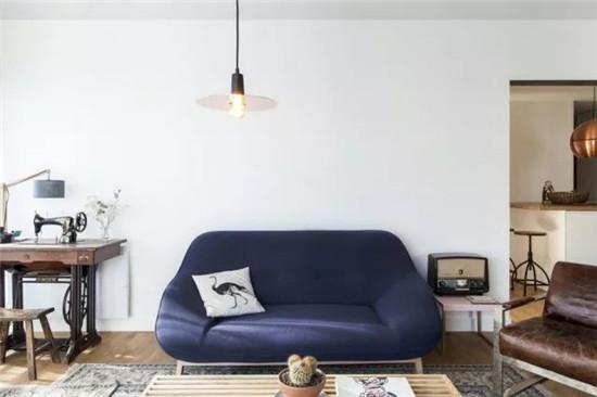 装修选用大面色块家具,效果自己看吧!