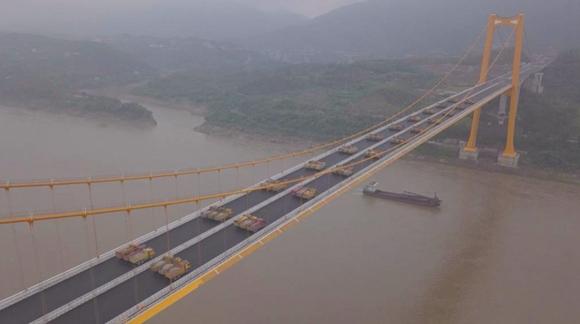 """66辆重型车当""""考官"""" 南两高速这座特大桥进行荷载试验"""