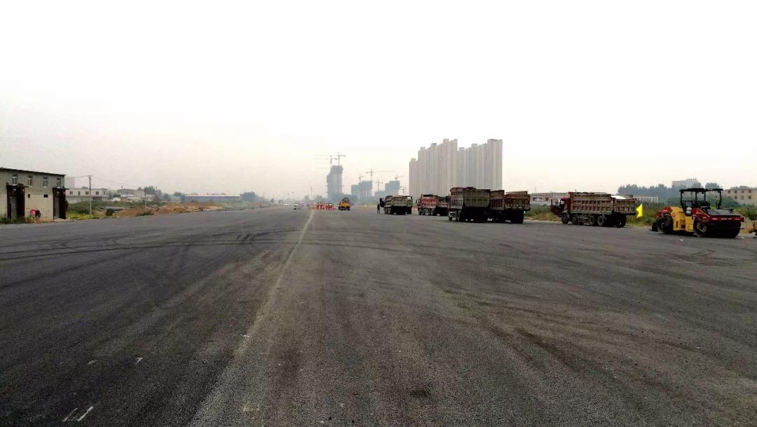 """白洋淀大道主路9月底具备通车能力!""""最后一公里""""正在铺沥青"""