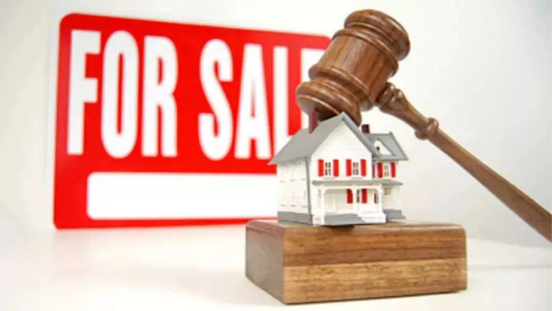 法院拍卖房能不能买?风险与价值并存。