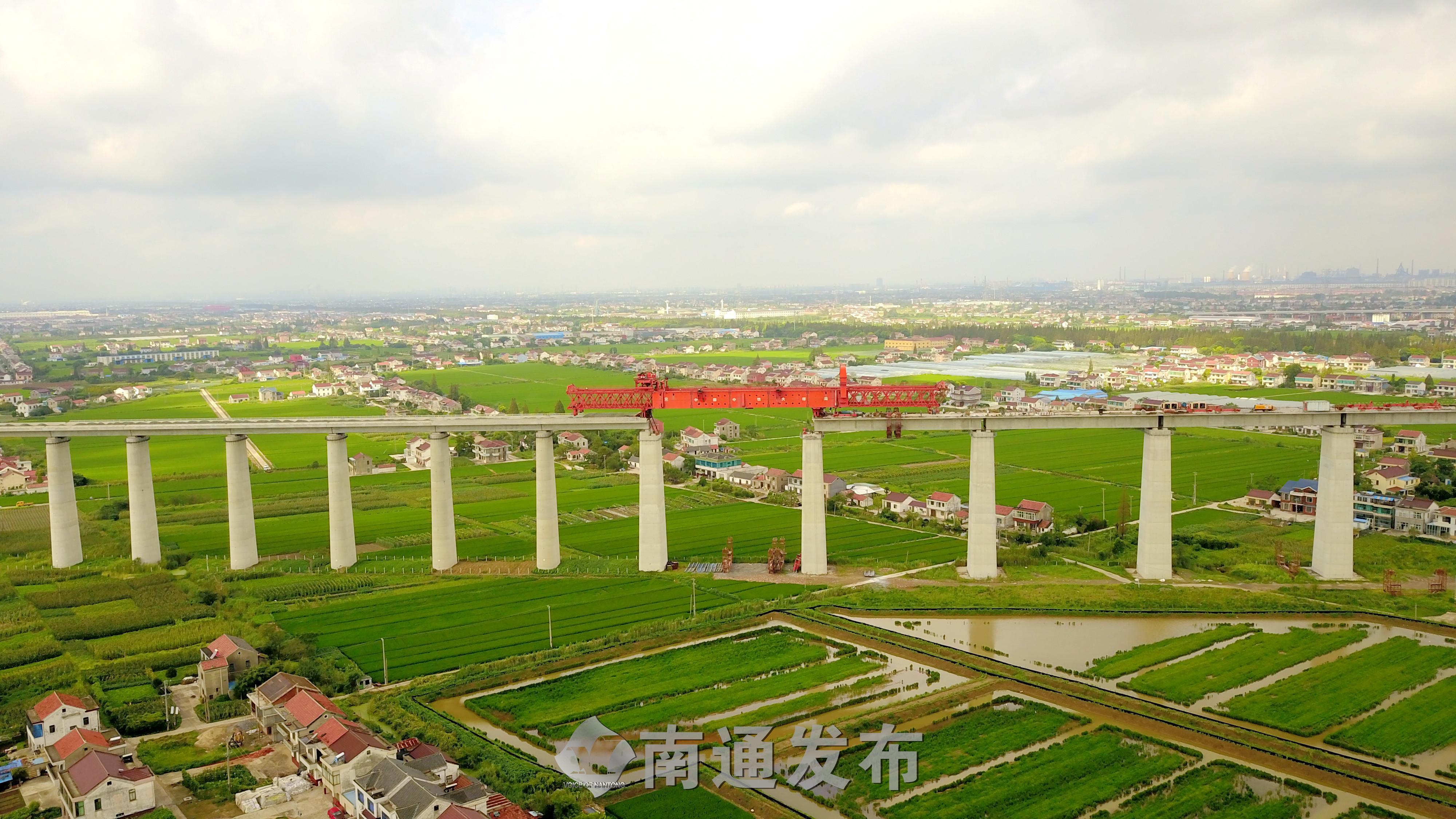 沪通长江大桥南引桥贯通,即将进入桥面施工