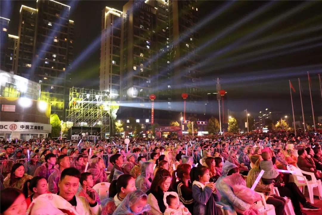 群星璀璨保利之夜!千人狂欢唱响保利·未来城市群星演唱会