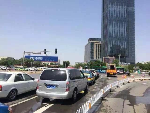 银川贺兰山路与民族街、北京路与凤凰街两处交叉路口通行方式有变