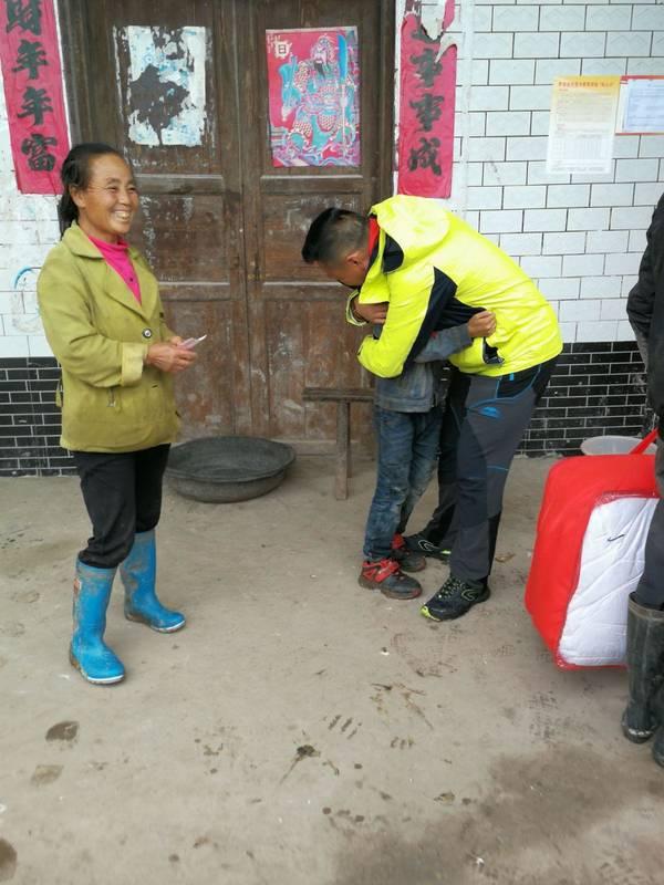 """贵州智慧产业集团到黔西县开展""""六一""""儿童节慰问活动"""