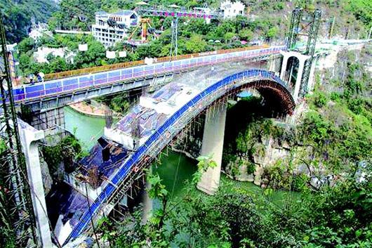 下牢溪桥危桥改造进展顺利 左幅桥主拱圈浇筑施工任务完成