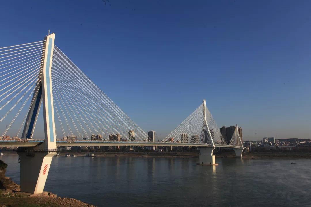 矗立17年,夷陵长江大桥引领宜昌驶入发展快车道!