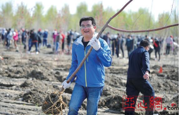 乌鲁木齐市高新区3500人14日植树1.8万棵