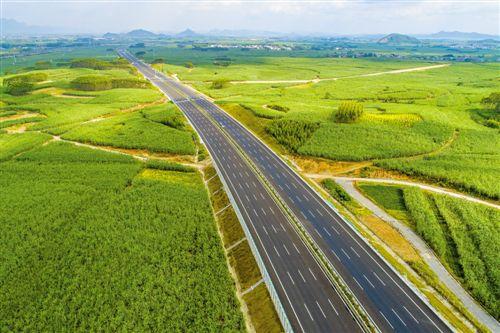 @柳州人!柳南区广西第一条双向八车道高速路有望年底通车!