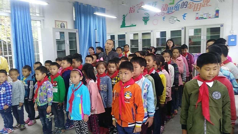 丰行万家,为爱传递——日丰集团走访慰问重庆市盘龙镇