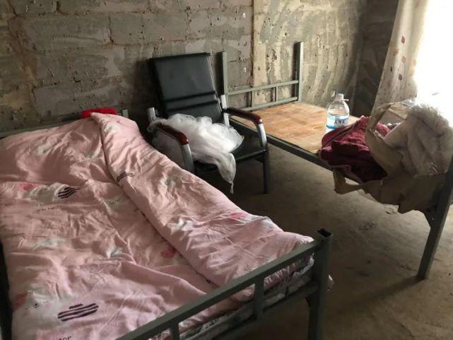 烂尾楼里的 30 位房奴:每天爬 18 楼、一个月洗一次澡搜狐焦点北京站插图(7)