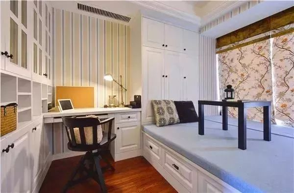 榻榻米的床尾怎样装?衣柜、书柜还是组合柜?