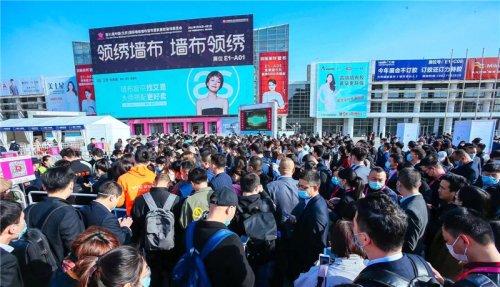 民族品牌的魅力!中国十大墙布品牌领绣墙布携新品震撼登场北京展