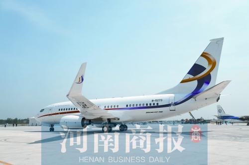 """波音公务机降落上街机场 开启郑州""""双机场时代"""""""