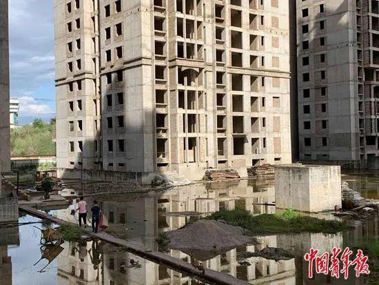 烂尾楼里的 30 位房奴:每天爬 18 楼、一个月洗一次澡搜狐焦点北京站插图
