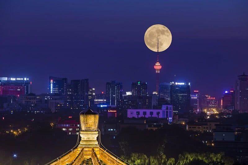 """没抢到故宫夜场?别急!今晚还有""""超级月亮""""!"""