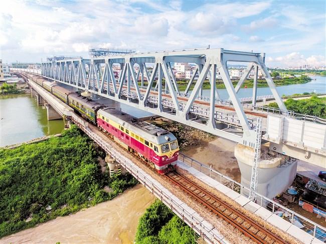 厦深铁路汕头联络线项目:广梅汕铁路增建二线单线开通